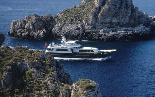 Motor Yacht Cassiopeia running