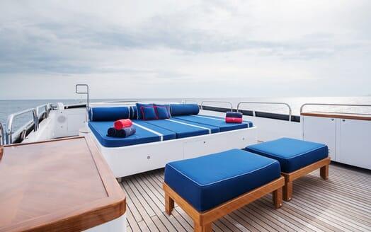 Motor Yacht ELEMENT Sun Deck Sun Pads