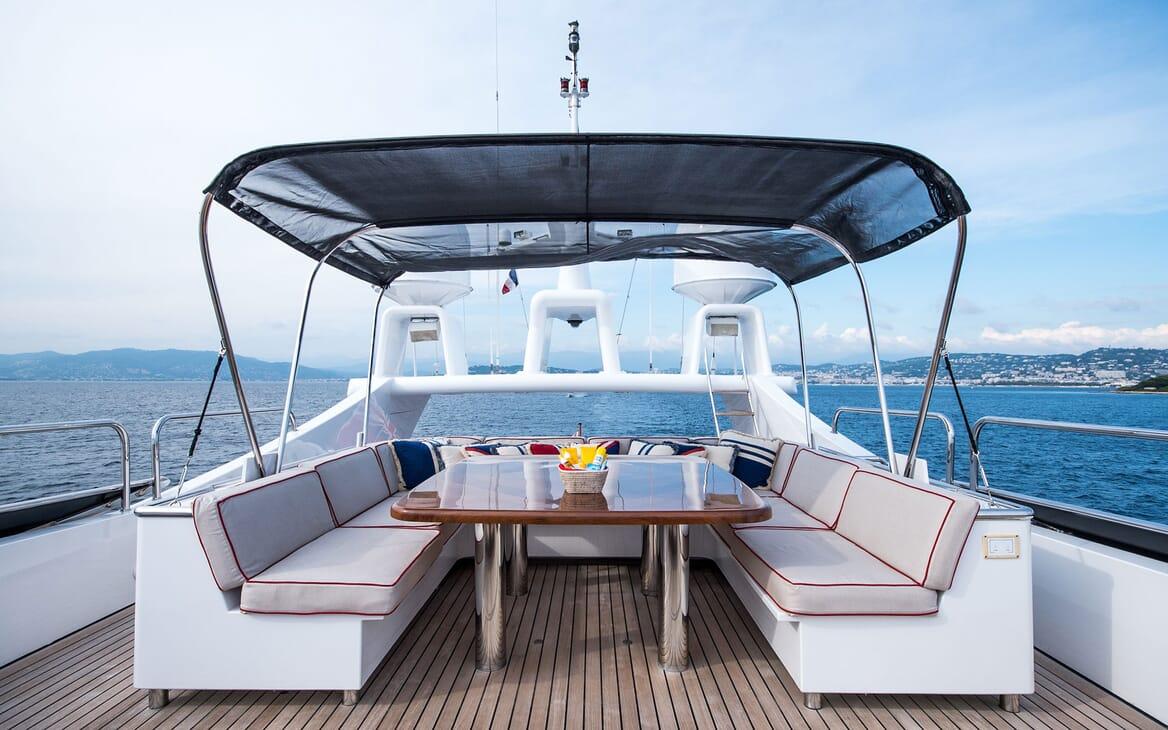 Motor Yacht ELEMENT Sun Deck Table