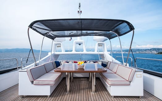 Motor Yacht ELEMENT Sun Deck Table