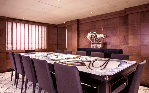 Motor Yacht ELEMENT Dining Table