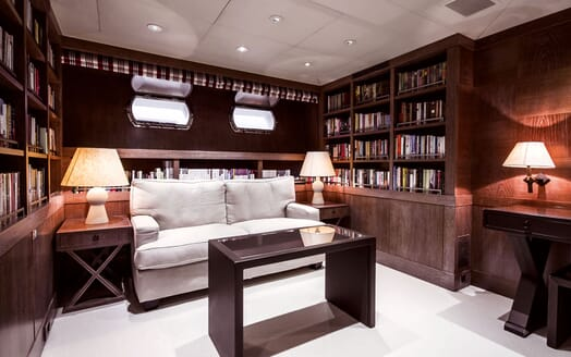 Motor Yacht ELEMENT Stateroom Seating