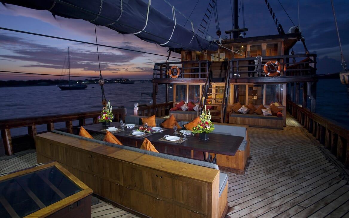 Sailing Yacht El Aleph main deck