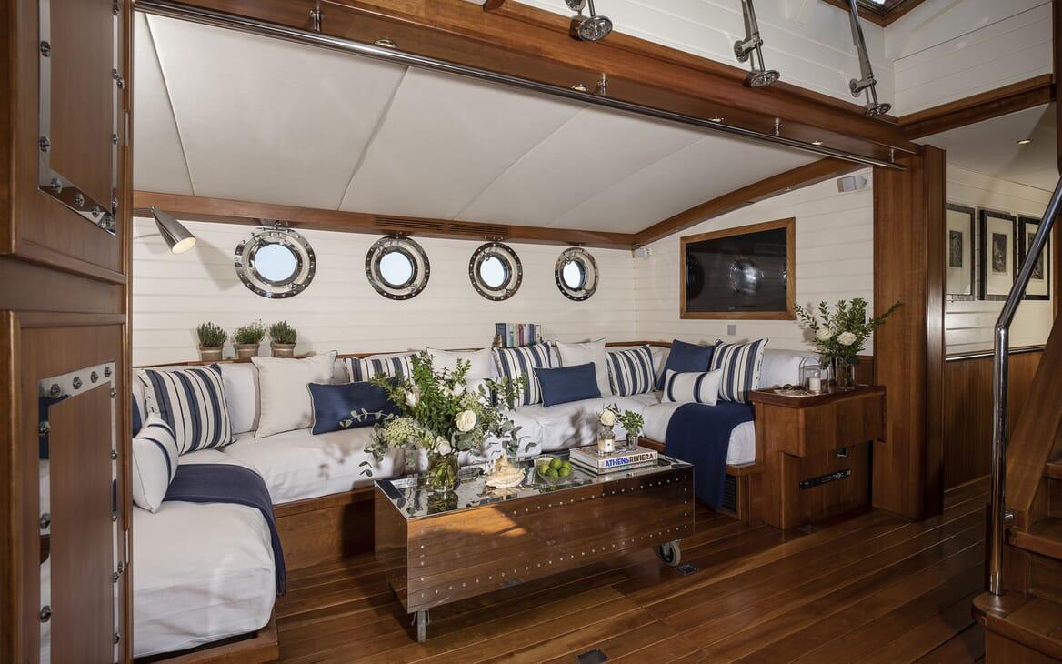 Sailing Yacht ALEXA OF LONDON Main Salon Seating