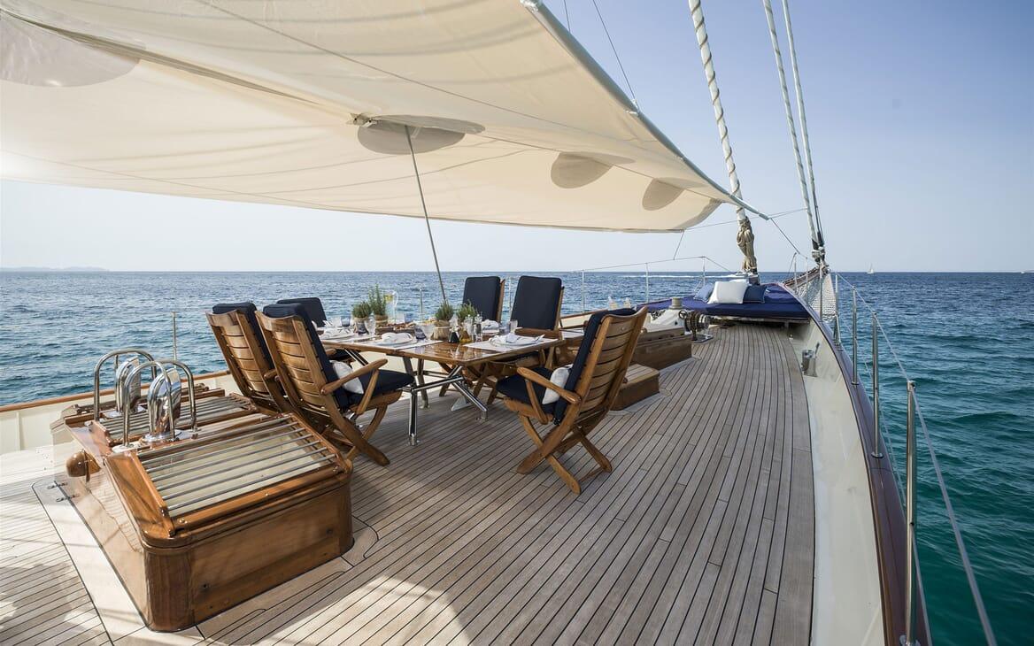 Sailing Yacht ALEXA OF LONDON Deck Dining Table