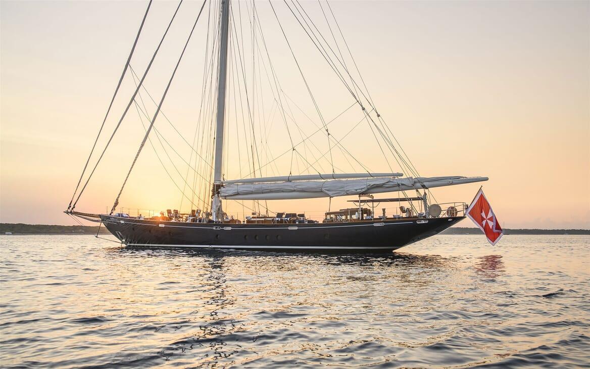 Sailing Yacht ALEXA OF LONDON Sun Set Profile