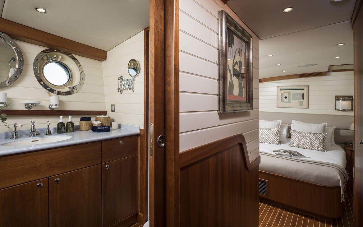 Sailing Yacht ALEXA OF LONDON Master Stateroom Bathroom