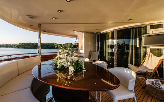 Motor Yacht Perla Nero aft seating