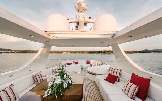Motor Yacht Perla Nero sun deck