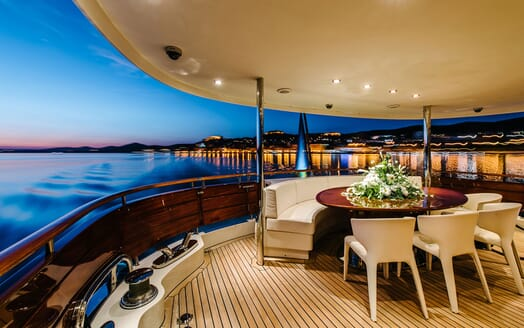 Motor Yacht Perla Nero outdoor dining area