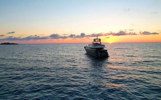 Motor Yacht Perla Nero aft shot