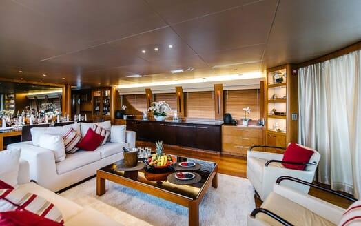 Motor Yacht Perla Nero salon