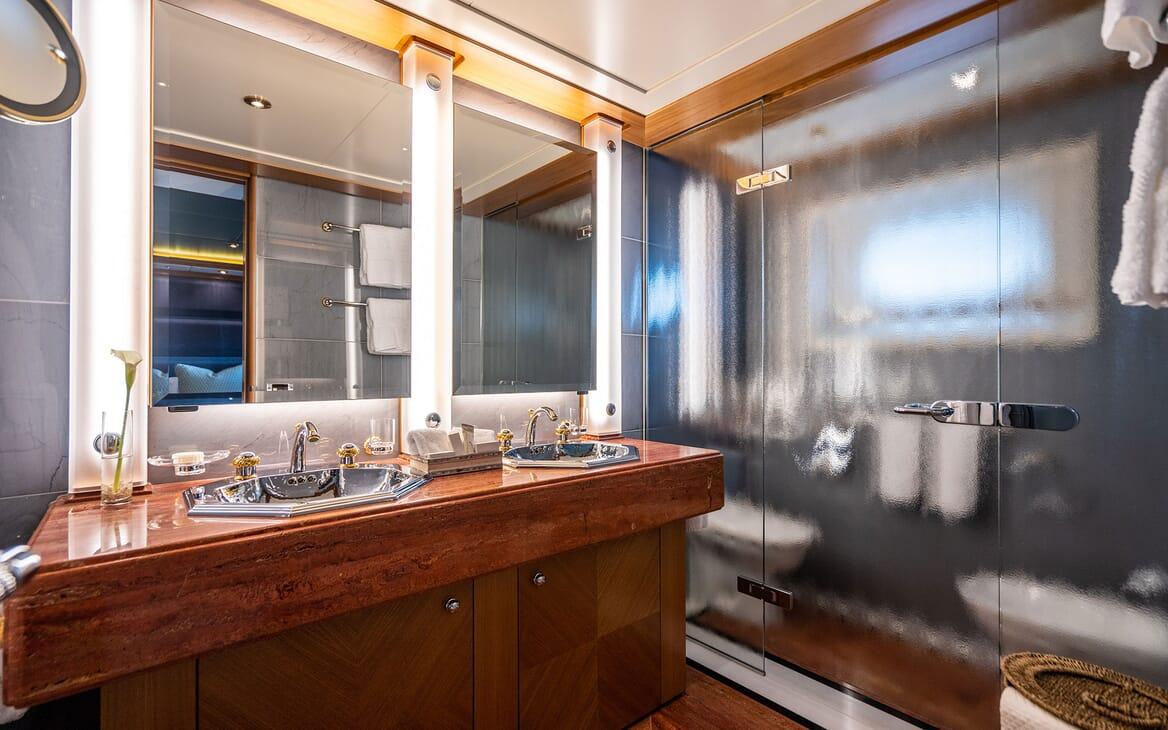 Motor Yacht VIBRANCE Guest Bathroom 1