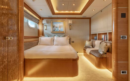 Motor Yacht VIBRANCE Guest Double with Pullman up