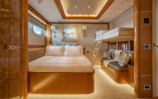Motor Yacht VIBRANCE Guest Double with Pullman Down