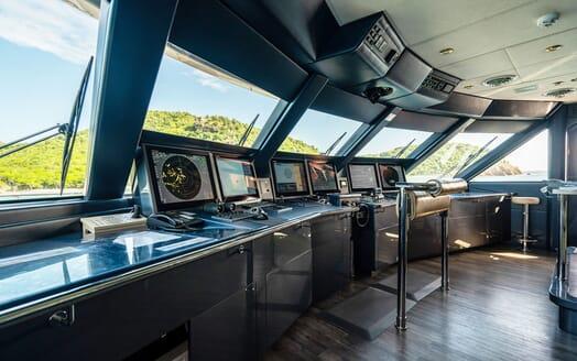 Motor Yacht VIBRANCE Wheelhouse