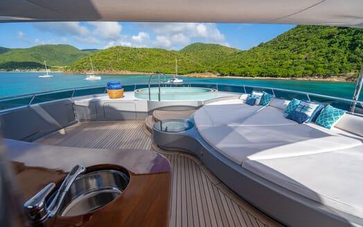Motor Yacht VIBRANCE Sun Deck Jacuzzi 3