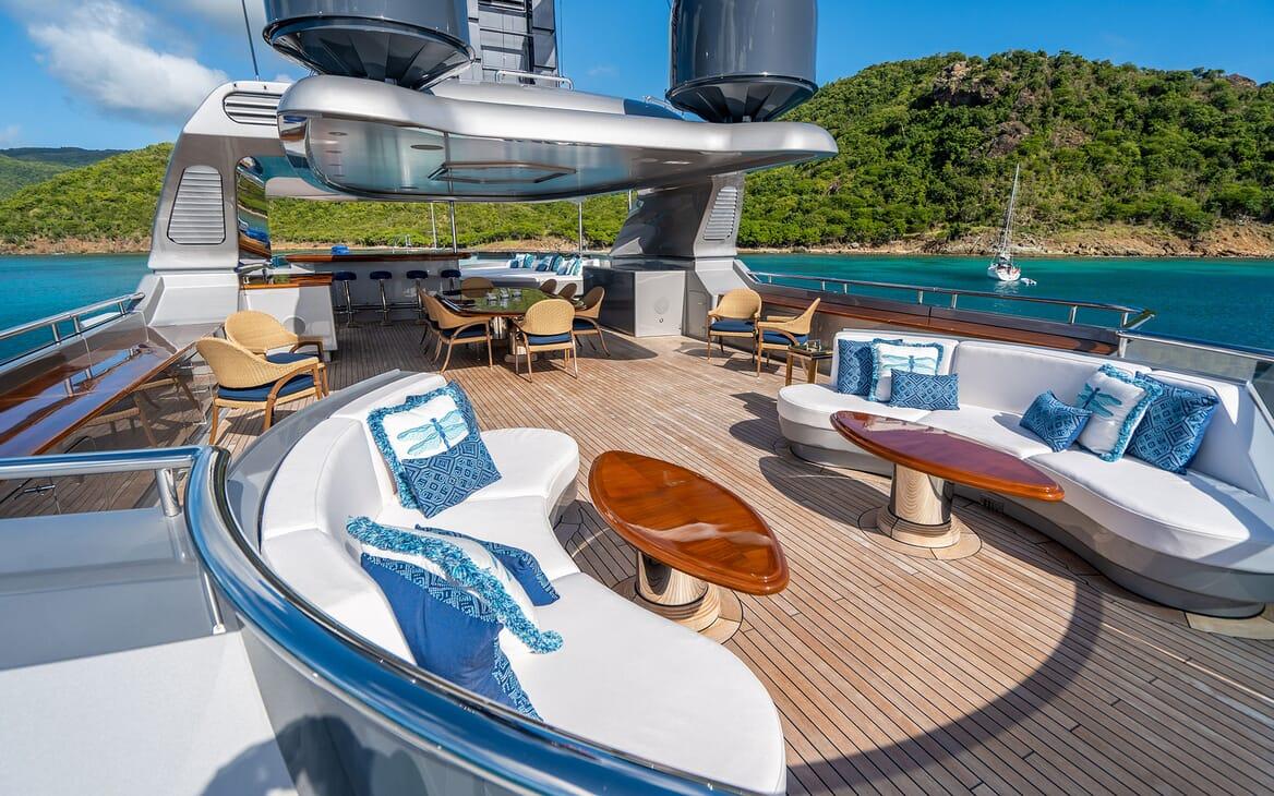 Motor Yacht VIBRANCE Sun Deck 1