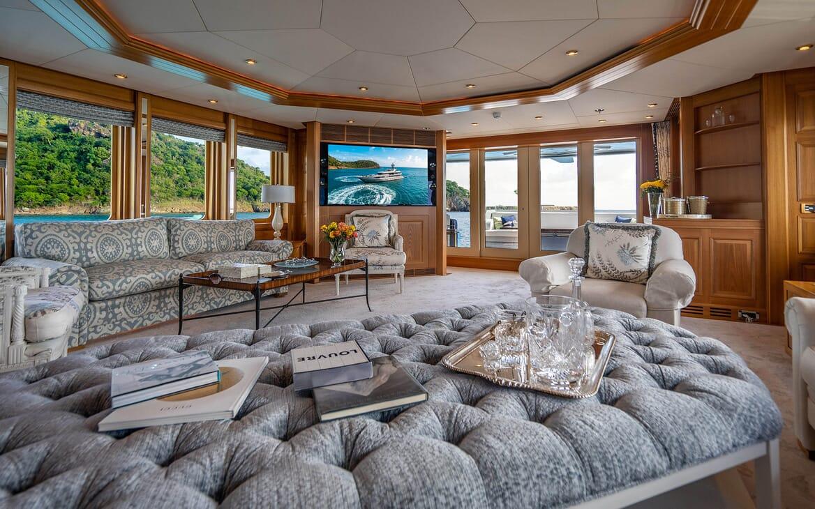 Motor Yacht VIBRANCE Main Saloon 3