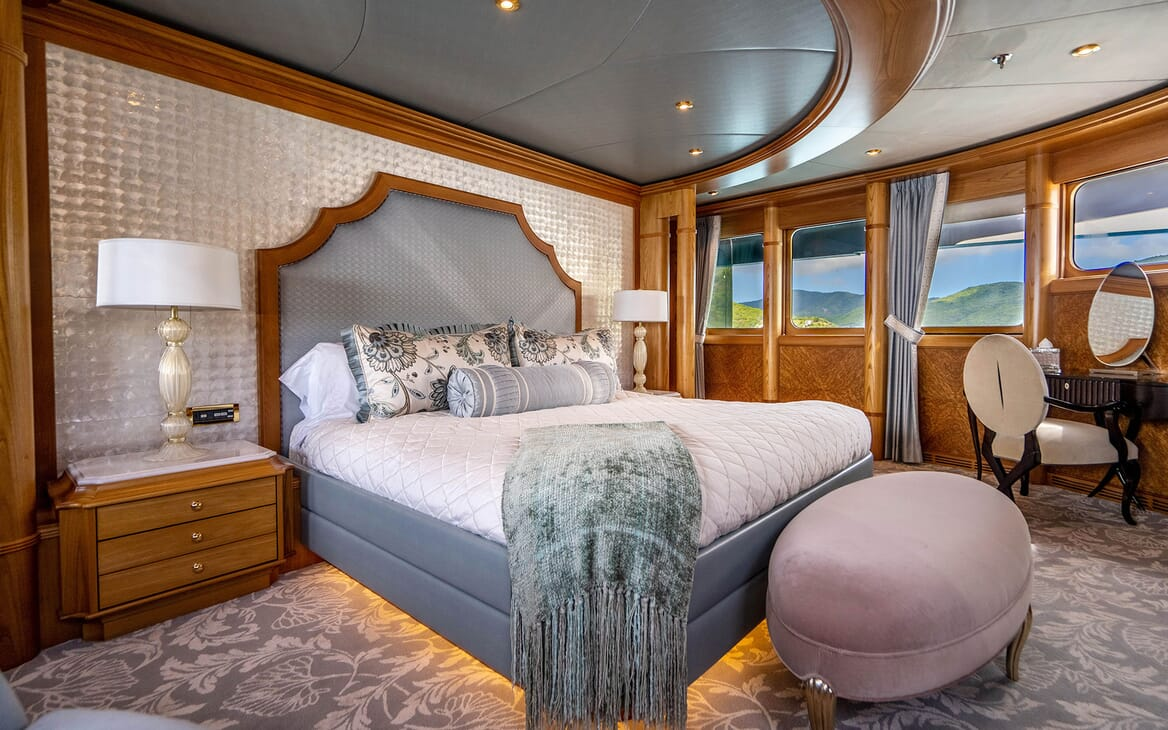 Motor Yacht VIBRANCE Master Stateroom 1