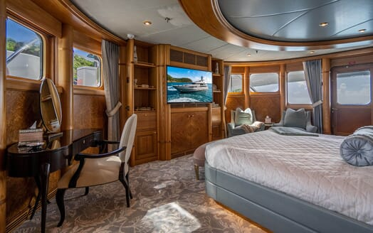 Motor Yacht VIBRANCE Master Stateroom 2