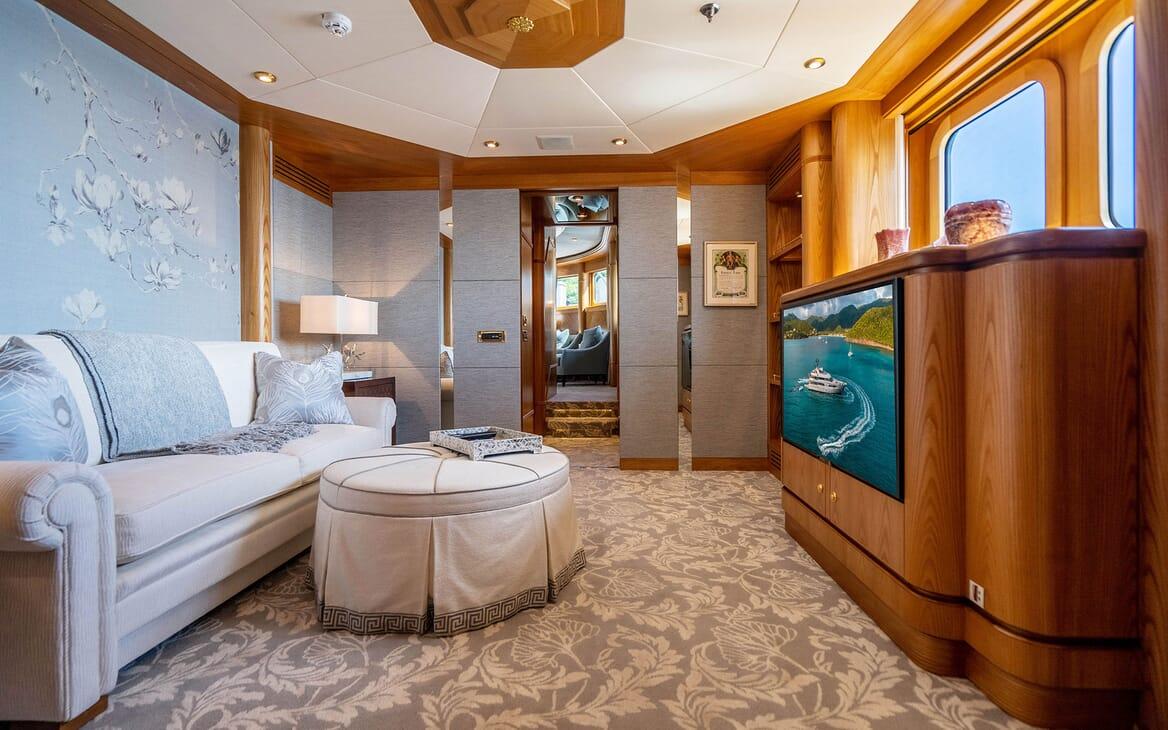 Motor Yacht VIBRANCE Master Stateroom Lounge