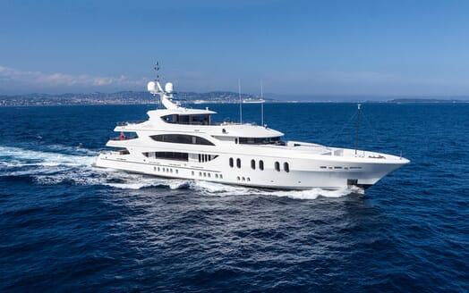 Motor Yacht Lady Sara running shot