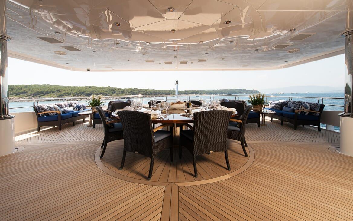 Motor Yacht Lady Sara al fresco dining