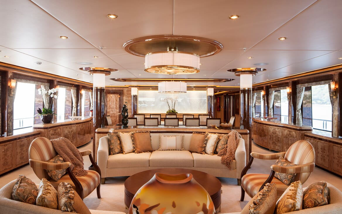 Motor Yacht Lady Sara saloon