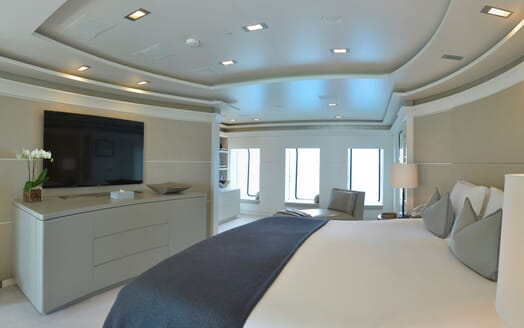 Motor Yacht TRIPLE 7 Master Stateroom TV