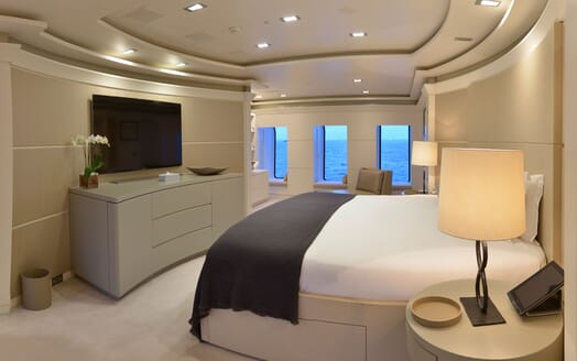 Motor Yacht TRIPLE 7 Stateroom