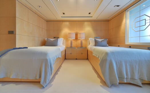 Motor Yacht TRIPLE 7 Guest Twin Stateroom
