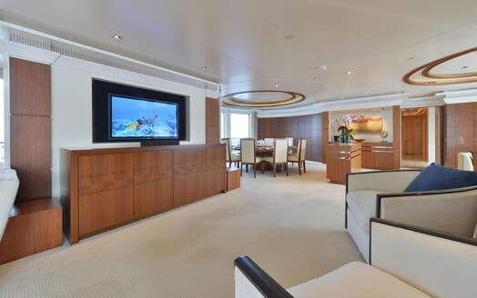 Motor Yacht TRIPLE 7 Main Saloon TV and Table