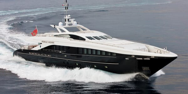 Motor Yacht Perle Noire running shot