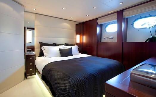 Motor Yacht Perle Noire guest cabin