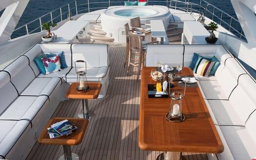 Motor Yacht Perle Noire sundeck