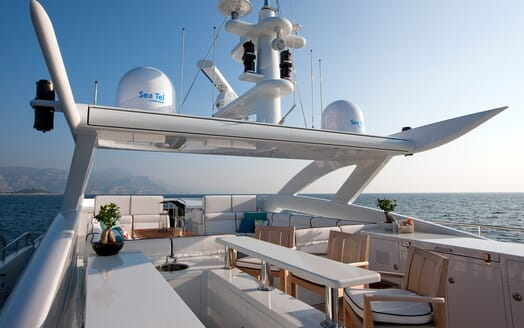 Motor Yacht Perle Noire flydeck