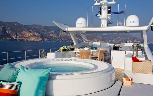 Motor Yacht Perle Noire deck