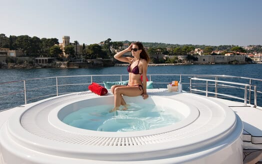 Motor Yacht Perle Noire hot tub