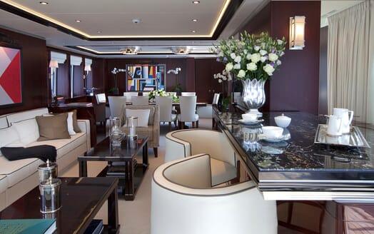 Motor Yacht Perle Noire saloon