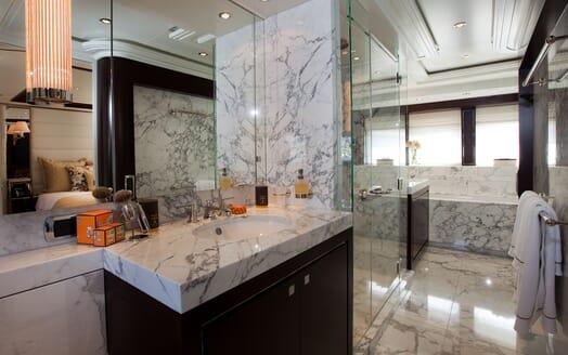 Motor Yacht Perle Noire bathroom