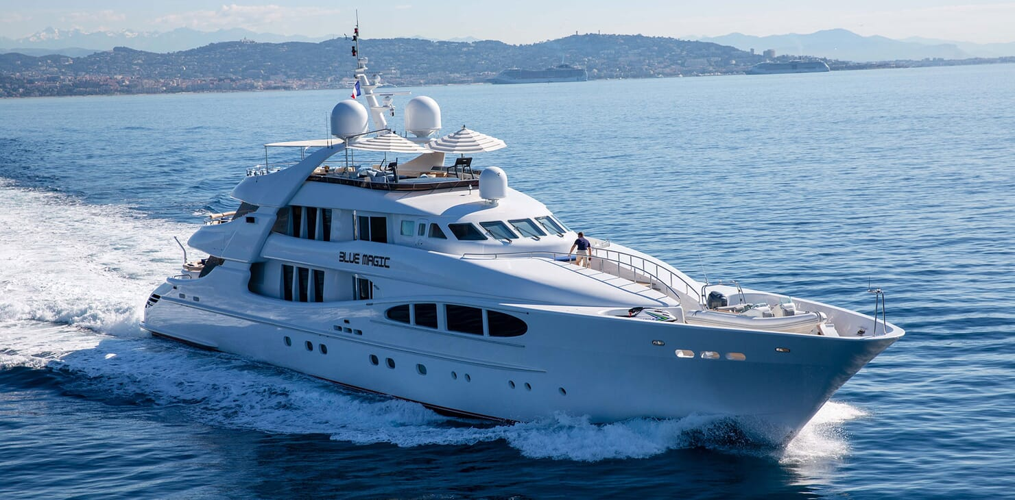 Motor Yacht BLUE MAGIC Profile Underway