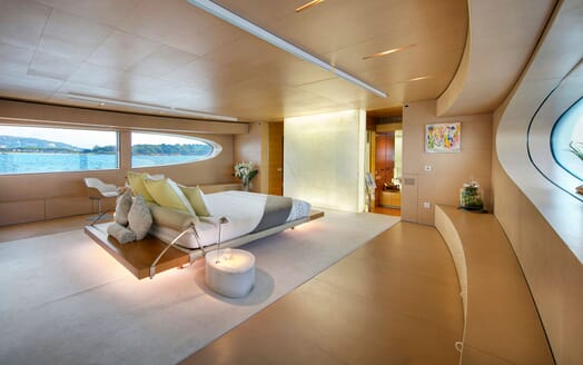 Motor Yacht BLUE MAGIC Master Stateroom