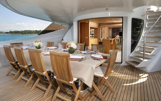 Motor Yacht BLUE MAGIC Aft Deck Dining Set Up