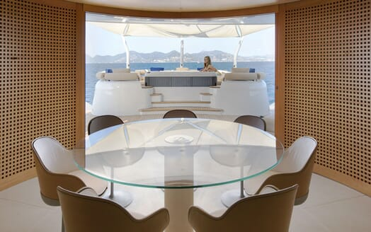 Motor Yacht BLUE MAGIC Dining Table