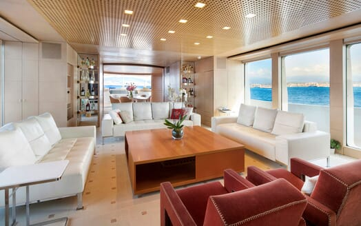 Motor Yacht BLUE MAGIC Main Saloon