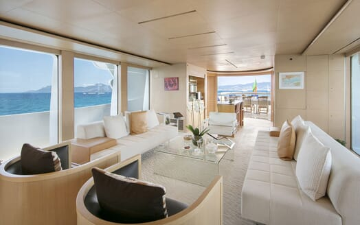 Motor Yacht BLUE MAGIC Saloon