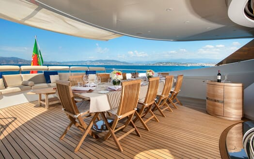 Motor Yacht BLUE MAGIC Aft Deck Dining Table