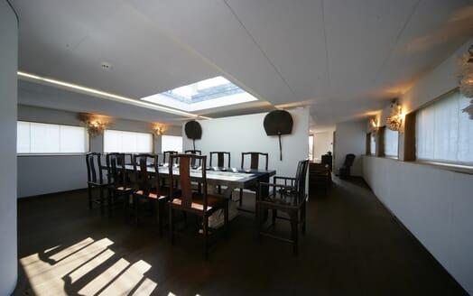 Motor Yacht Prometej dining area