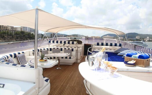 Motor Yacht Harmony I sundeck